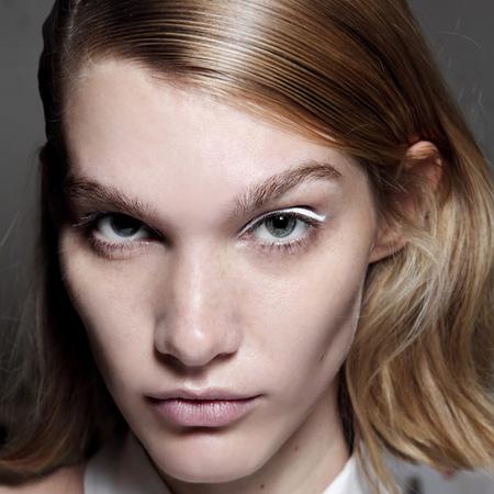 60s style makeup-white eyes-eyeliner-eye shadow-graphic-flicks-wings-sixties trends-kenzo paris fashion week ss14-handbag.com