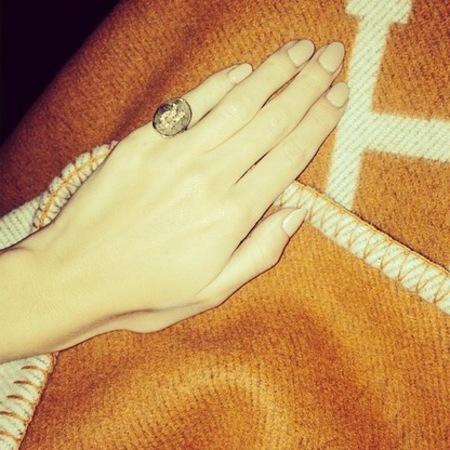 Rosie Huntington-Whiteley's nude nails