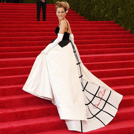sarah jessica parker-met gala-met ball-2014-oscar de la renta dress-hair-red carpet-handbag.com