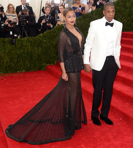 beyonce-jayz-met gala 2014-black dress-givenchy-veil-see through-red carpet-handbag.com