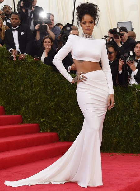 rihanna-white crop top-skirt-met gala 2014-90s fashion trends-worst dressed-red carpet-handbag.com