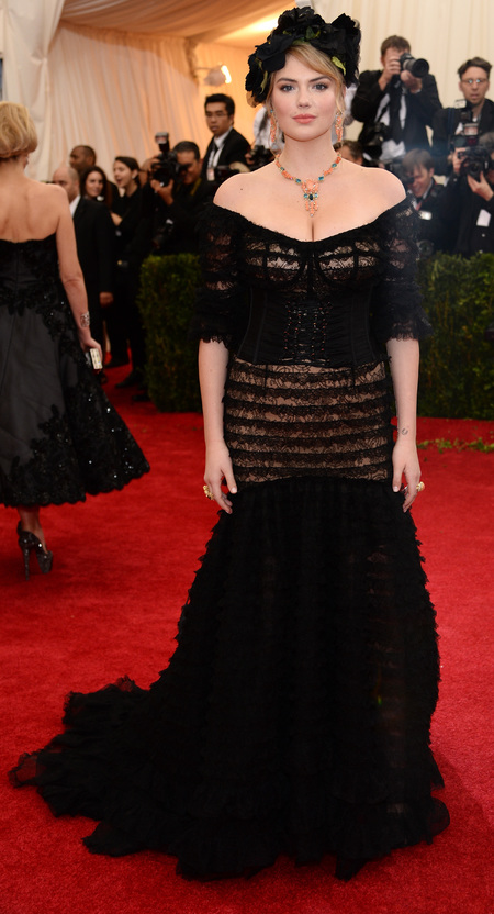 kate upton-met ball 2014-black dress-worst dressed-handbag.com