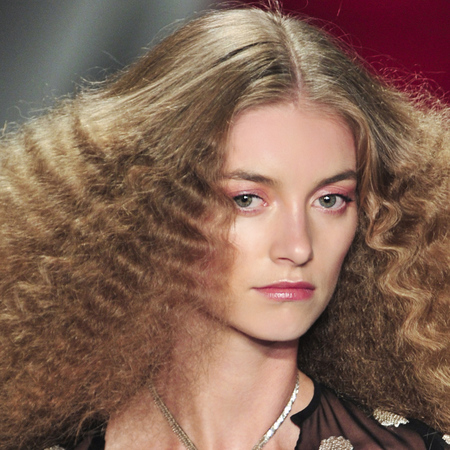 crimped hair trend-Reem Acra-spring summer 2014-80s hair trend-runway-fashion week-supermodel-hair ideas-handbag.com