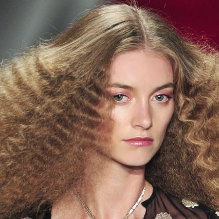 crimped hair trend-Reem Acra-spring summer 2014-80s hair trend-runway-fashion week-supermodel-hair ideas-handbag.com