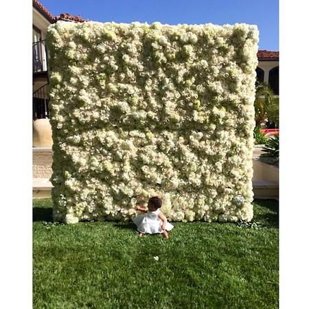 kim kardashian wall of roses picture - day bag - handbag