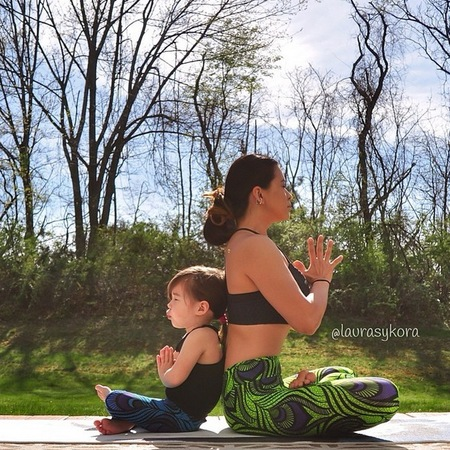Mother and daughter yoga - laura sykora - back to back - gisele - handbag.com