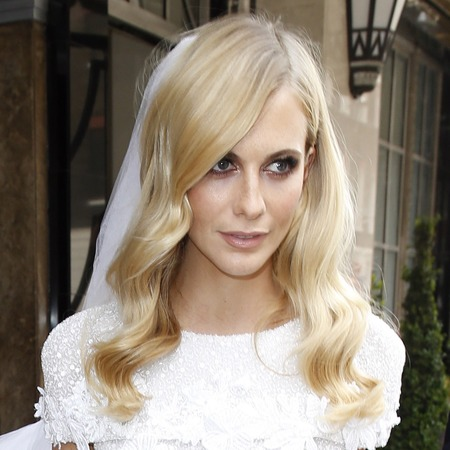poppy delevingne wedding - poppy delevingne in chanel wedding dress - shopping bag - handbag