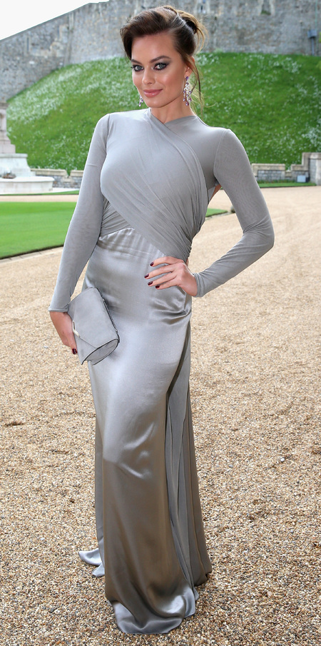 margot robbie-grey dress-silver fashion trend-brown hair-prince william-the royal marsden hospital-charity dinner party-2014-handbag.com