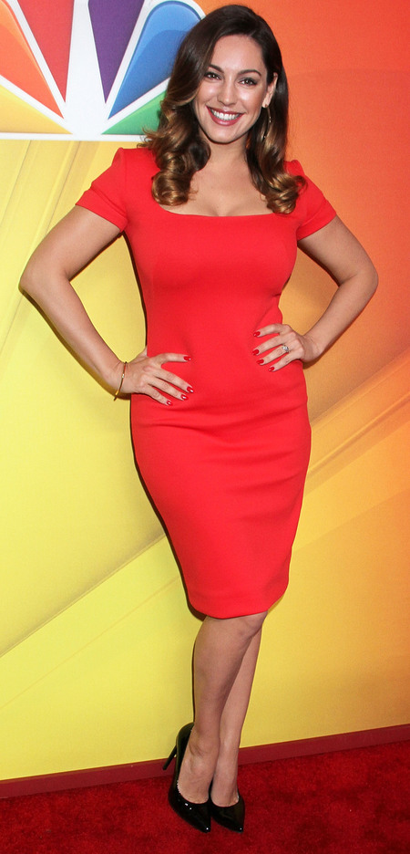 kelly brook-red dress-one big happy-nbc preview-up front presentation-sexy red dress trend-hourglass figure-celebrity fashion-handbag.com