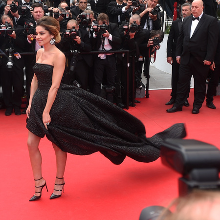 cheryl cole-cannes 2014-red carpet-black dress-wind up skirt-celebrities flashing-handbag.com