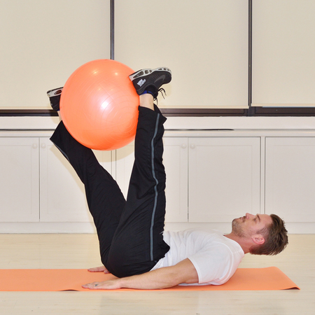 How to exercise at home thanks to Jessie Pavelka - Swiss ball rotation - gym bag - handbag