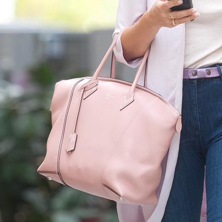 Jessica Alba - pastel pink fendi handbag - jeans - spring style - handbag.com