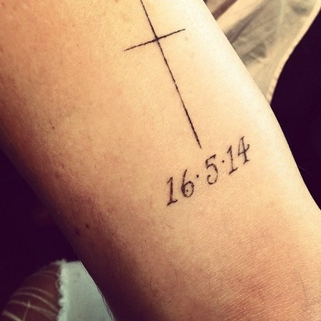 Poppy Delevingne debuts wedding tattoo on Instagram - wedding tattoos - celebrity weddings - celeb news - day bag - handbag.com
