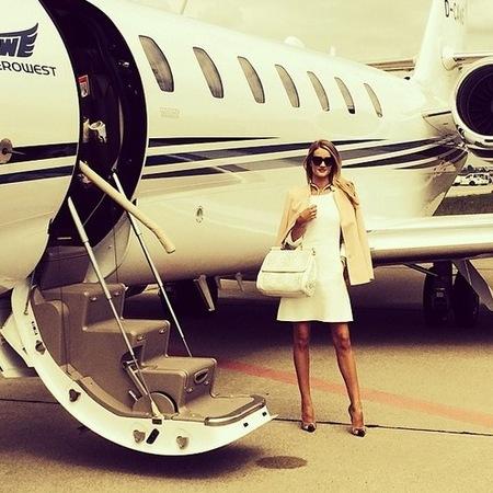 rosie huntington whiteley-cannes film festival 2014-white handbag-private plane-celebrity airport style-handbag.com