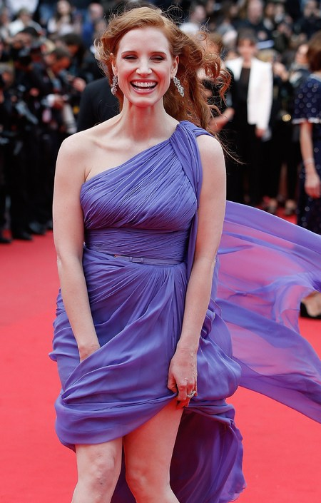 jessica chastain-cannes film festival 2014-purple dress-wind up skirt-flashing-red carpet-handbag.com