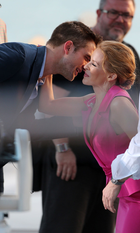 robert pattinson is done with kristen stewart power dressing - robert pattinson kissing kylie minogue in cannes - shopping bag - handbag