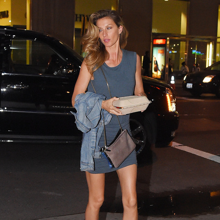 Gisele Bundchan - new york - takeaway - gerard deral beige and blue cross body shoulder bag - handbag.com