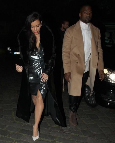 kim kardashian weearing metallic dress - kim kardashian upstages the rbide - shopping bag - handbag