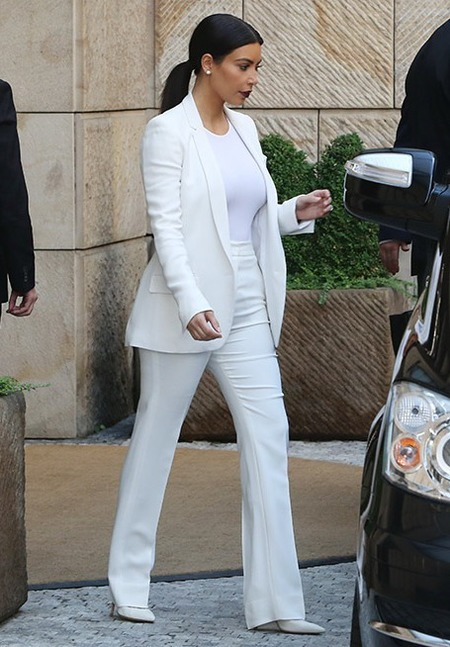 kim kardashian weearing all white - kim kardashian upstages the rbide - shopping bag - handbag