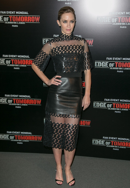 emily blunt nails the sheer trend in a david korma dress at edge of tomorrow premiere - shopping bag - handbag