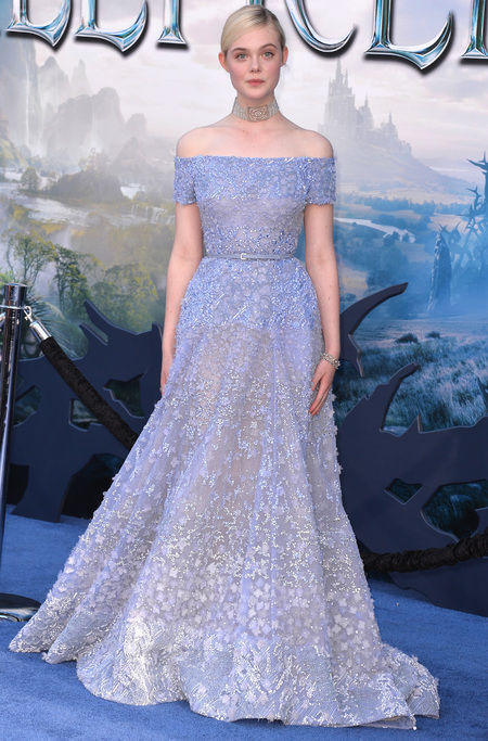 elle fanning-maleficent world premiere-blue princess dress-choker necklace-celebrity red carpet fashion-handbag.com