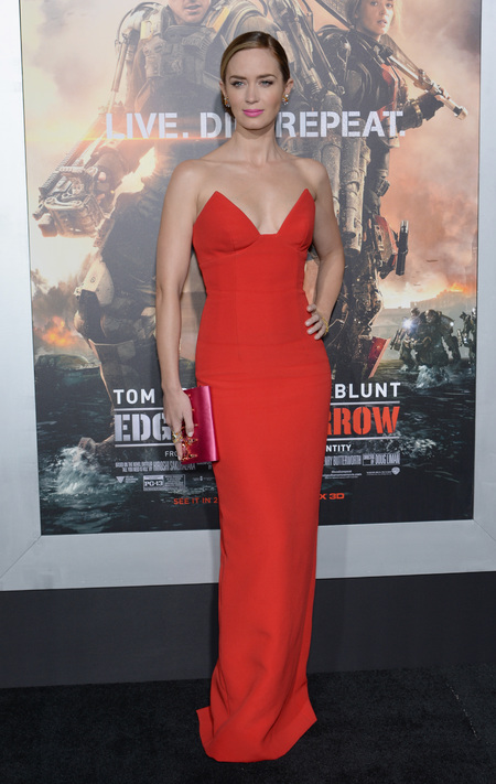 emily blunt wow in head to toe prada at edge of tomorrow premiere - shopping bag - handbag
