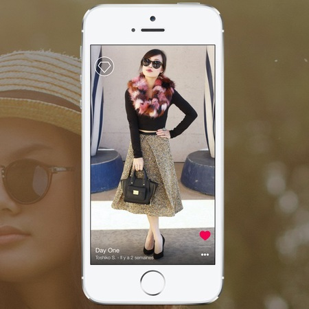 flink app - 5 apps only women understand - feature - day bag - handbag.com