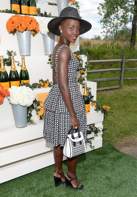 lupita nyong'o at polo match wearing alexander mcqueen - lupita matches her handbag to her dress - shopping bag - handbag