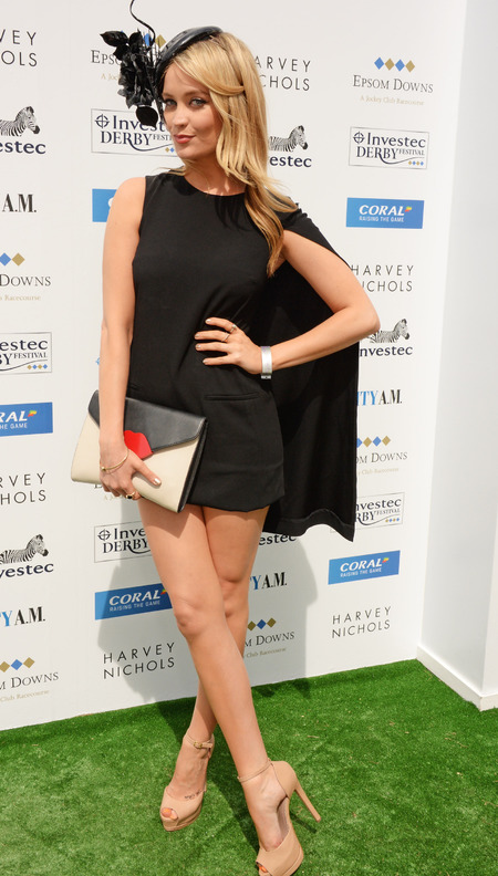 laura whitmore-epsom derby-horse races fashion-lulu guinness lips clutch bag-lbd dress-celebritystyle ideas-handbag.com
