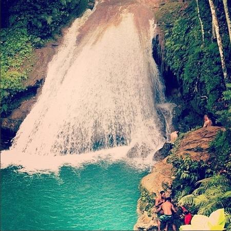 kelly brook - Instagram - celebrity travel agent - Jamaica - travel news - travel bag - handbag.com