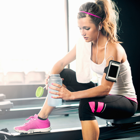 Women working out at the gym - fitness workout - exercise routine - gym workout - gym bag - feature - handbag.com