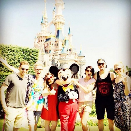emma willis-matt willis-disneyland-mcbusted-mickey mouse-paris-handbag.com
