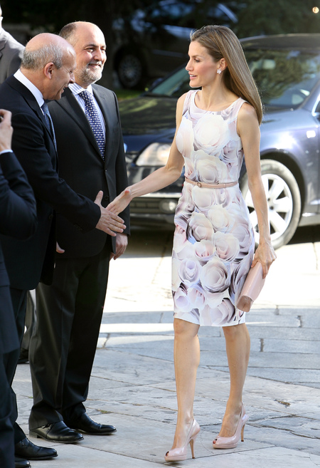queen letizia in floral dress - is queen letizia of spain the new kate middleton - shopping bag - handbag