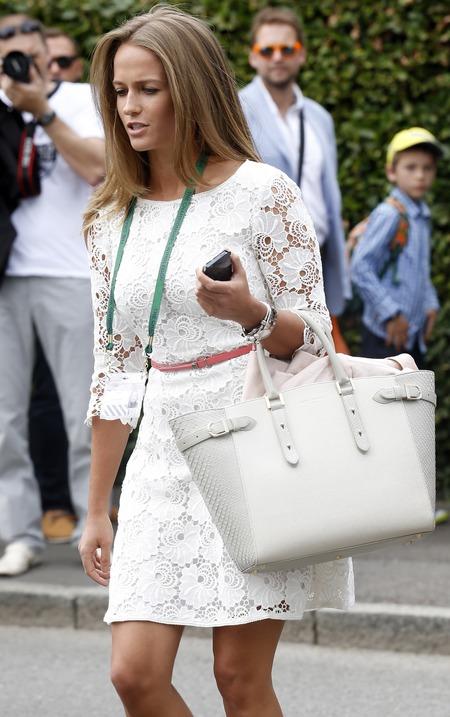 kim sears-white lace dress-aspinal of london-handbag-marylebone tote bag-wimbledon tennis 2014-andy murray girlfriend-nice hair-handbag.com