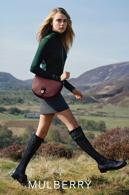 cara delevingne-mulberry-autumn winter 2014-red tessie crossbody bag-green polo neck sweater-handbag.com