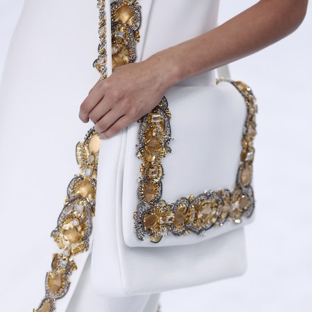 chanel show-haute couture paris fashion week-autumn winter 2015-white and gold handbag-handbag.com