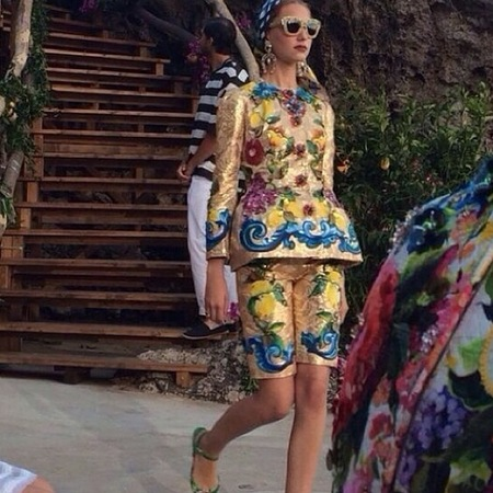 dolce gabbana-alta moda capri-fashion show-fruit print trend-long shorts and tunic-handbag.com
