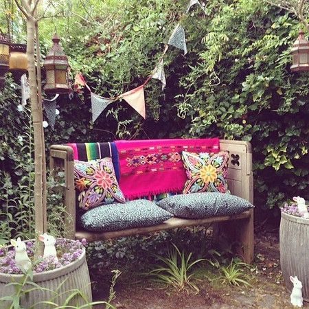 Matthew Williamson woodland party - how to throw a designer garden party - blankets and cushions - handbag.com