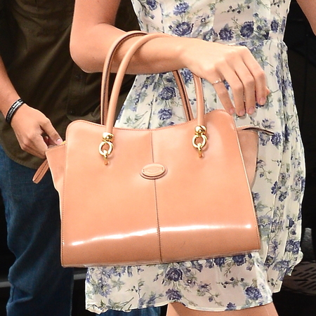 Taylor Swift's Tod's Sella tote bag