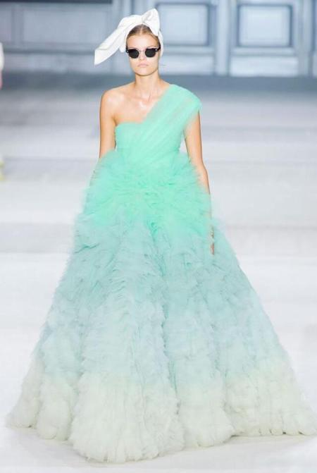 Giambattista Valli Couture Fall 2014 Catwalk show - Runway pictures - Models - Couture collection - Couture dresses - shopping bag - handbag.com