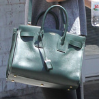 Rosie Huntington-Whiteley loves her a green bag