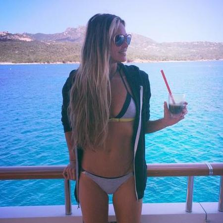 elle macpherson in a bikini - celebrity bikini bodies - gym bag - handbag
