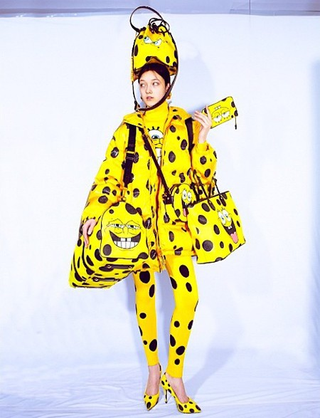 model wearing head to toe moschino spongebob -are you team moschino sponge bob or moschino macdonalds - shopping bag - handbag