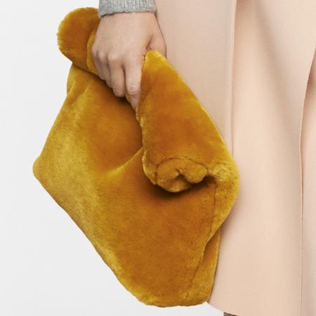 topshop autumn winter 2014-pink coat-fluffy handbag-blanket texture handbag trend-handbag.com