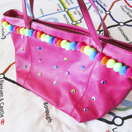 Blogger Laura, from That's So Yesterday, share her awesome festival bag tutorial.